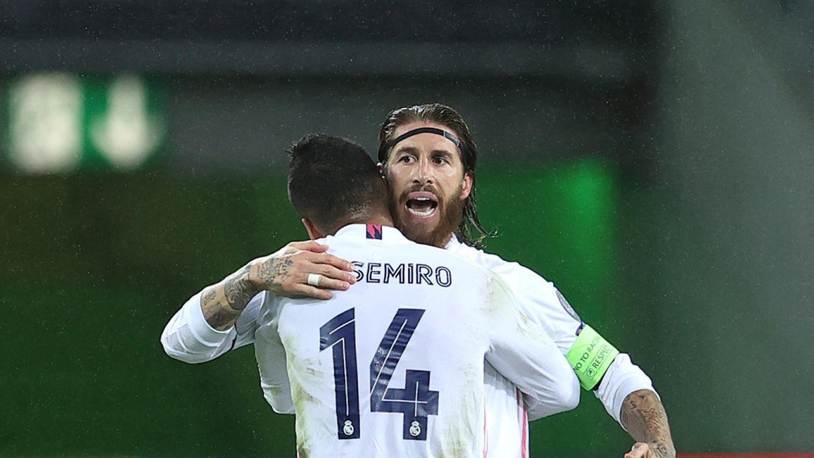 Casemiro i Sergio Ramos celebrant l'empat.