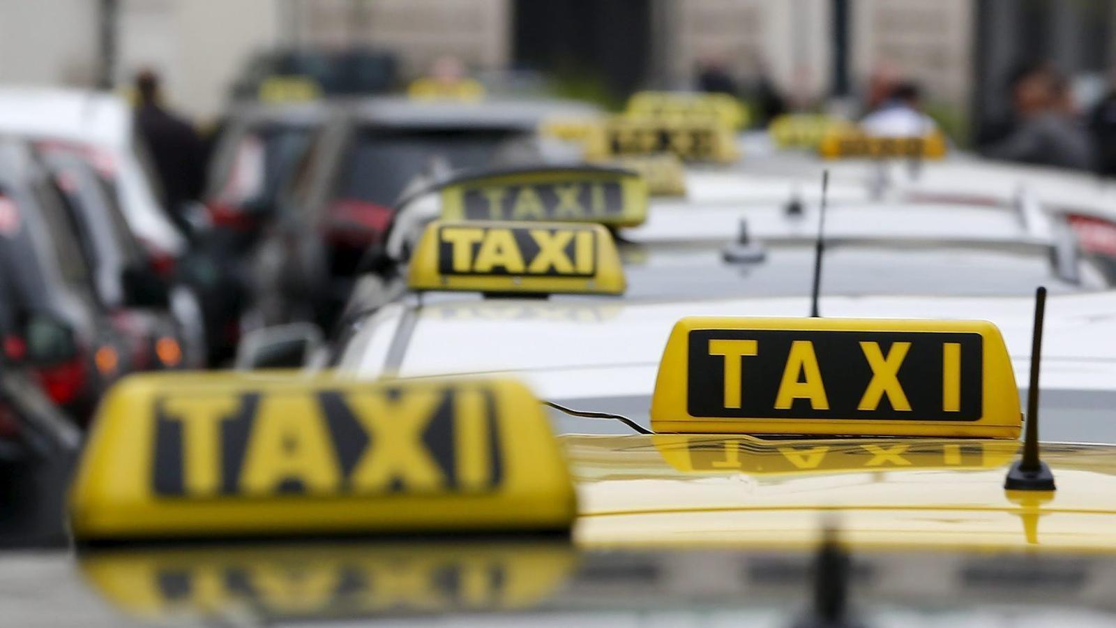 Els conductors de la plataforma de transport de particulars Uber s'associen per defensar els seus drets.