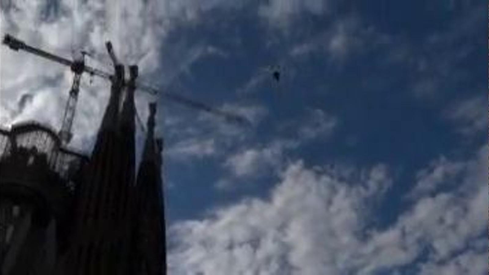 Un 'drone' que filmava la Via Catalana a la Sagrada Família va caure damunt dels assistents