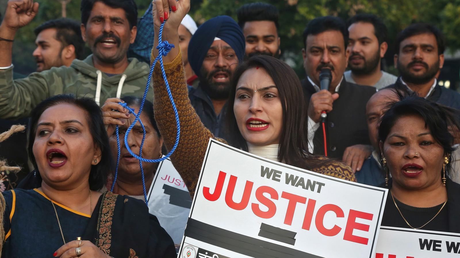 Indignació a l'Índia perquè violen i cremen una dona fins a la mort