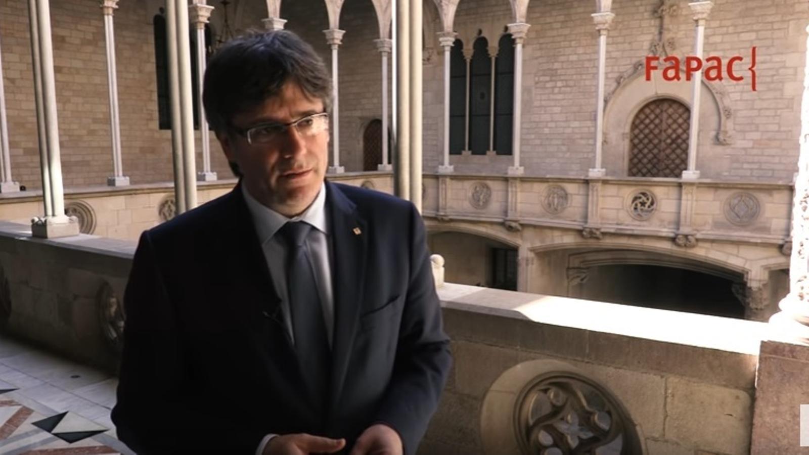 Colau i Puigdemont, a favor de l'escola pública