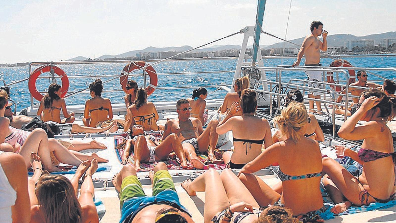 Imatge 20140717_party boat_AB02
