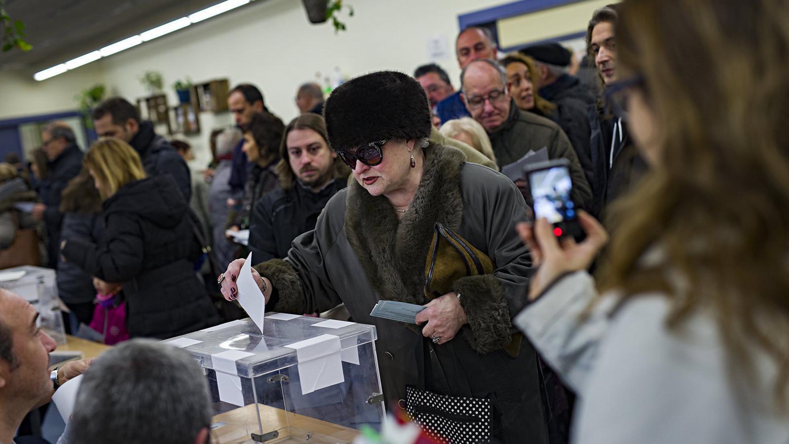 Imatge d'arxiu d'un dels col·legis electorals que es van instal·lar a Barcelona el 21-D.