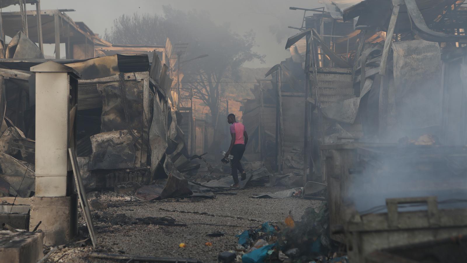 Un incendi engoleix Mória, el camp de refugiats més gran d'Europa