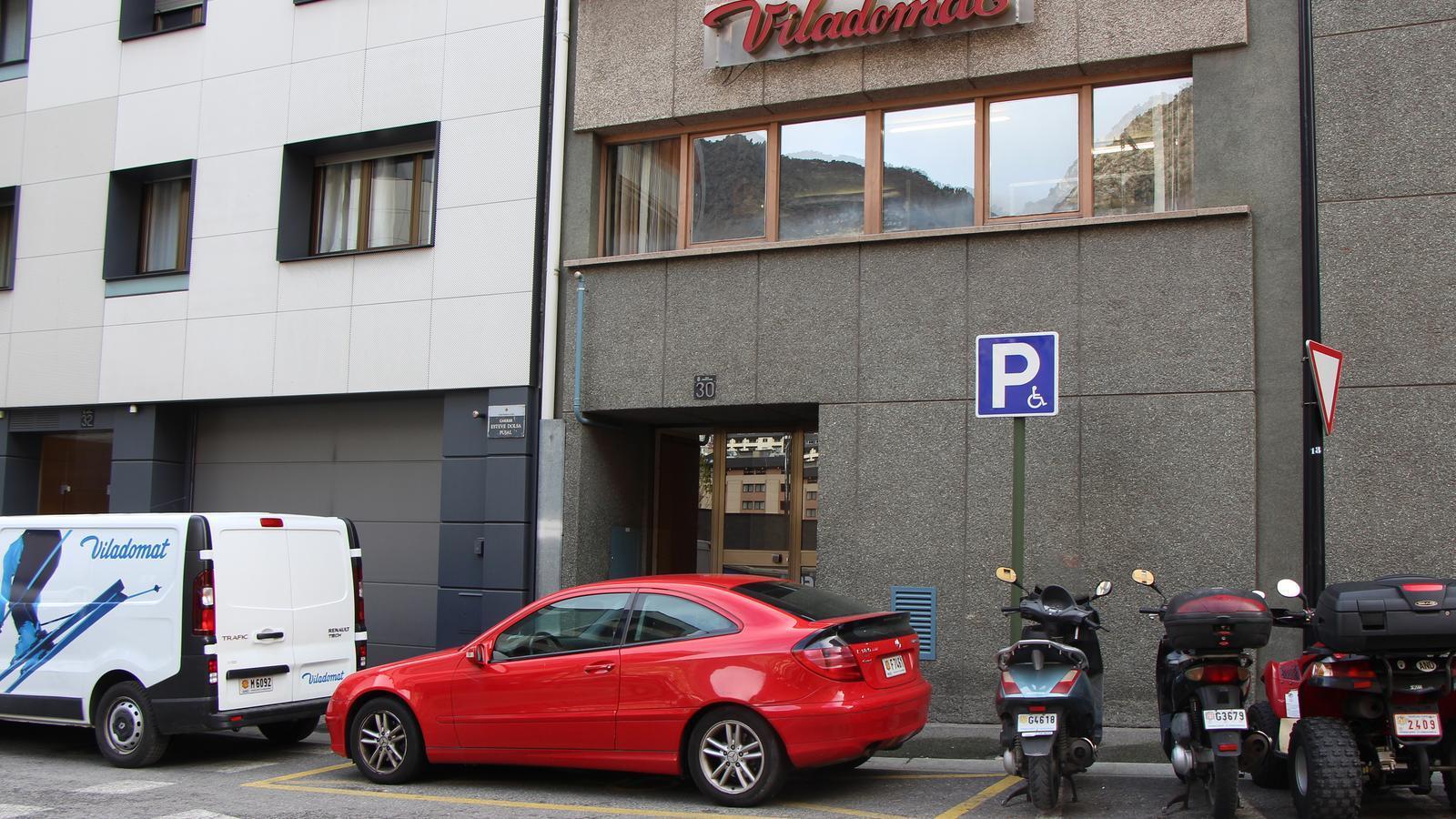 Les oficines de Viladomat que han rebut una amenaça de bomba. / T. N.