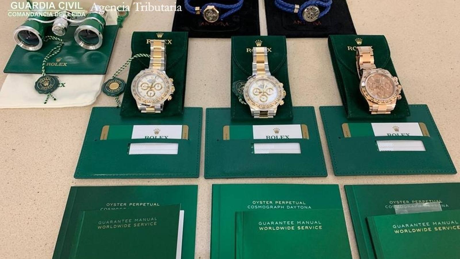 Els tres rellotges Rolex comissats a la duana de la Farga de Moles. / GUÀRDIA CIVIL