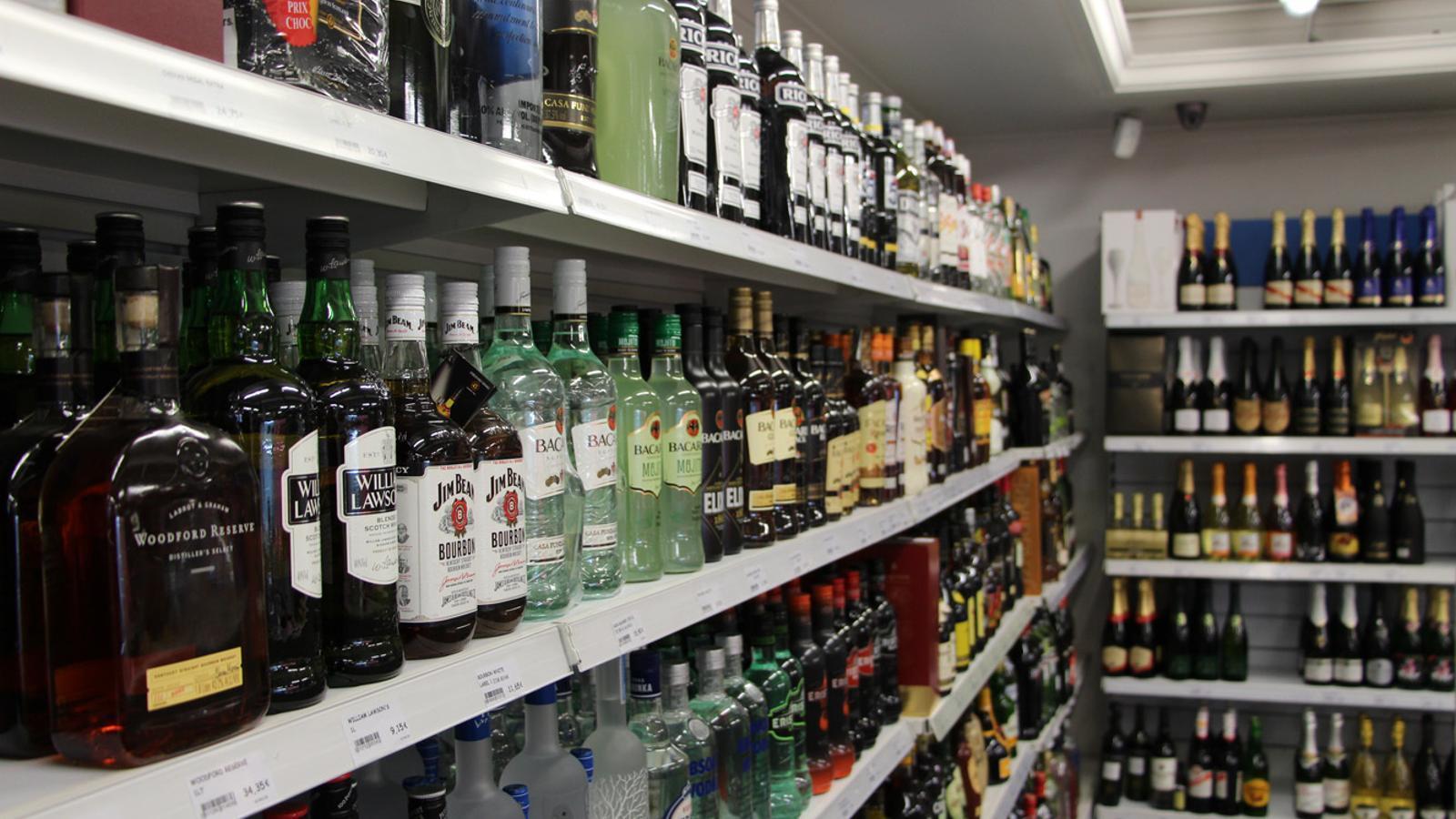 La baixada del preu de les begudes alcohòliques ha tingut repercussió en l'IPC del febrer. / ANA