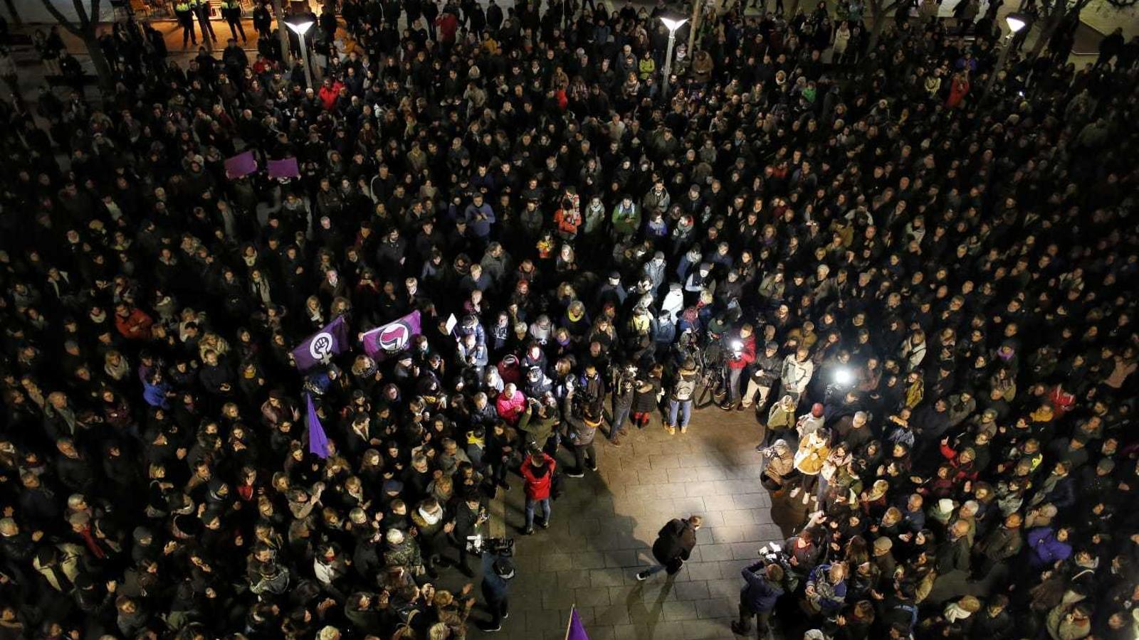 Unes 4.000 persones s'han concentrat a Sabadell per mostrar el rebuig a la violació múltiple