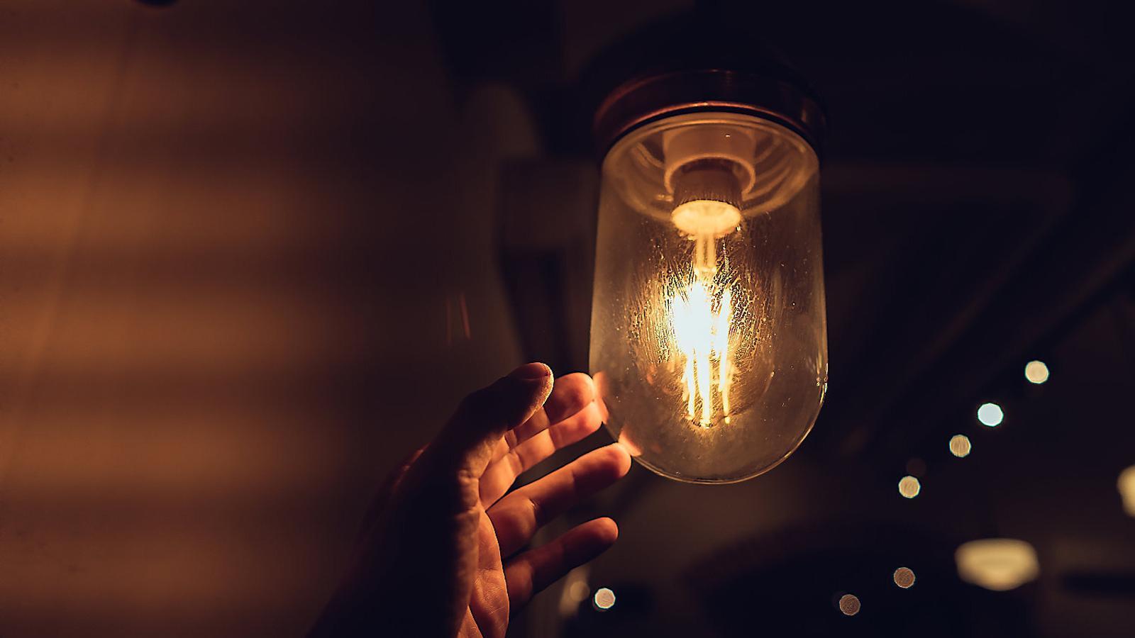 Cinc consells per gastar menys en llum