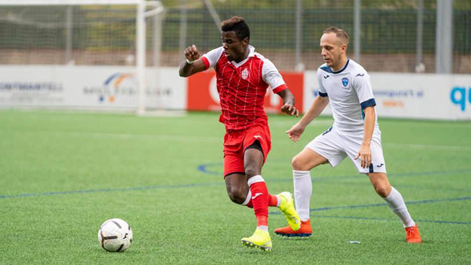 El jugador ivorià Júnior Kobon. / RUBÉN CALVO (UE ENGORDANY)