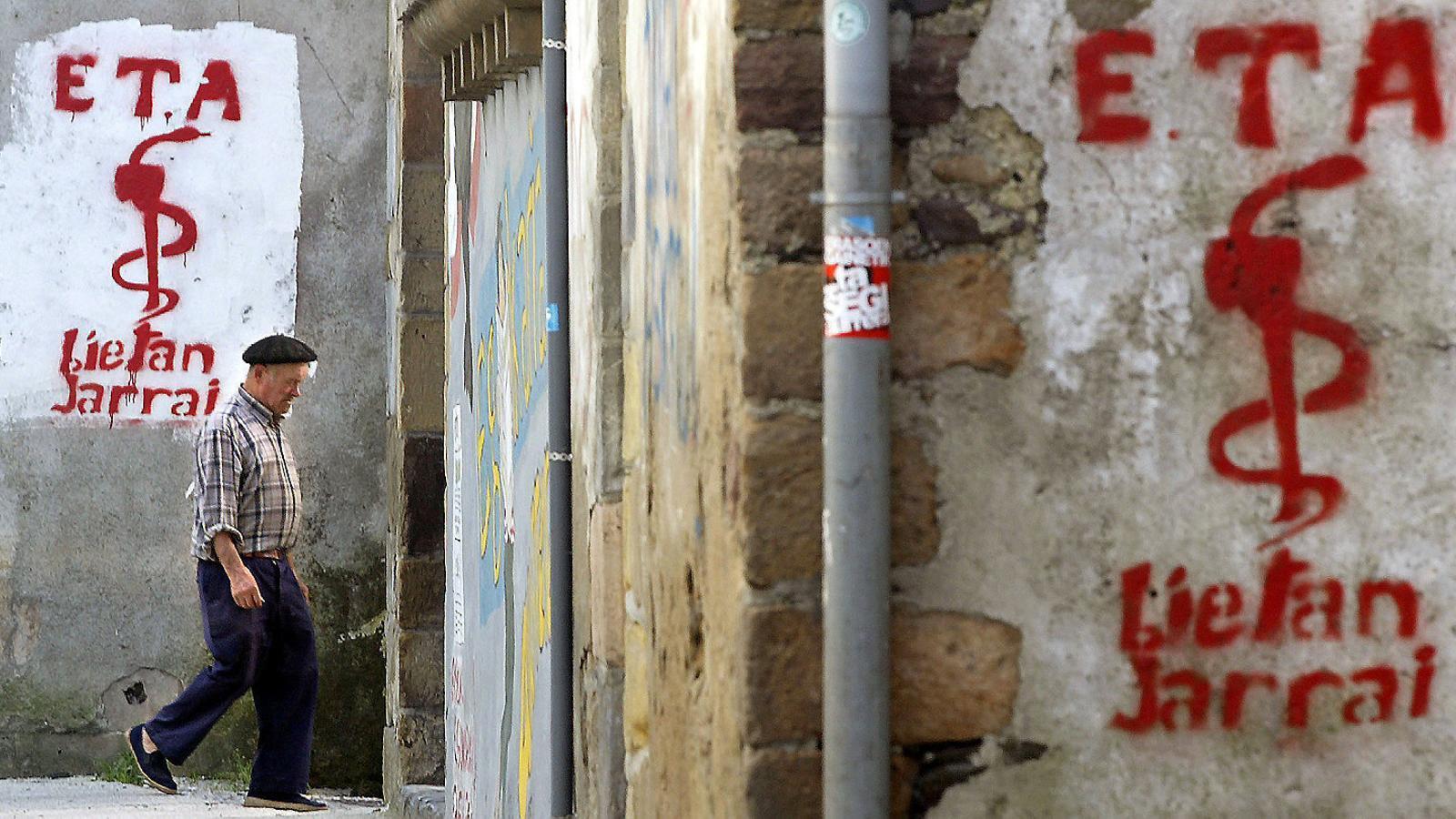 ETA reconeix el dany causat i demana perdó a les víctimes col·laterals de la lluita armada