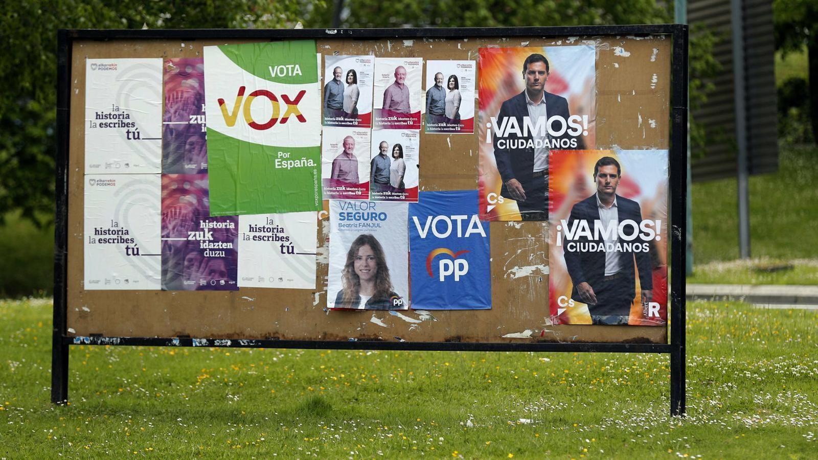 Cartells electorals de diferents partits a les últimes eleccions espanyoles.