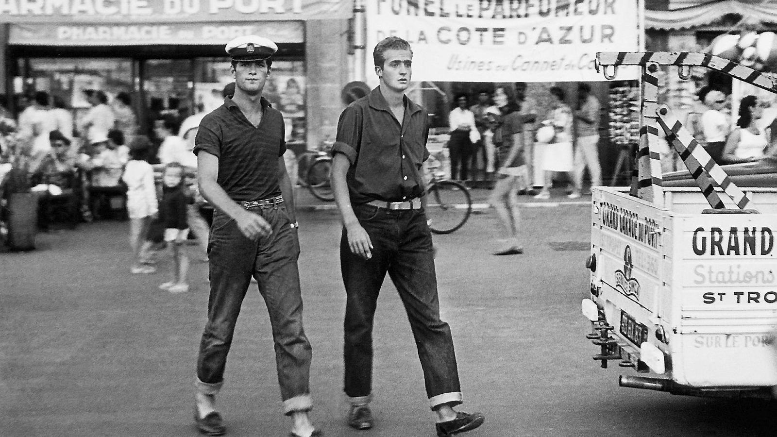 Joan Carles I (dreta) a Saint Tropez, localitat de la Costa Blava, el 6 d'agost del 1959.