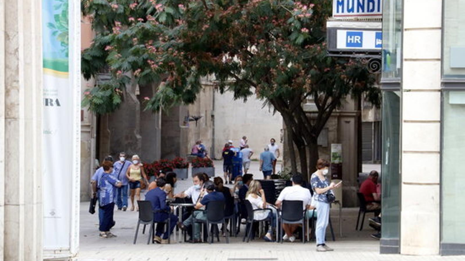 Un bar obert a l'Eix Comercial de Lleida aquest dilluns al matí