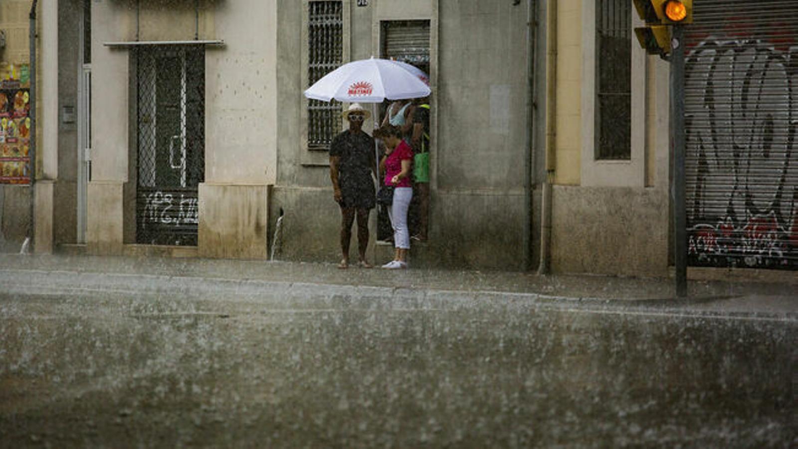 Ruixats que podrien anar acompanyats de tempesta i calabruix a les Balears.