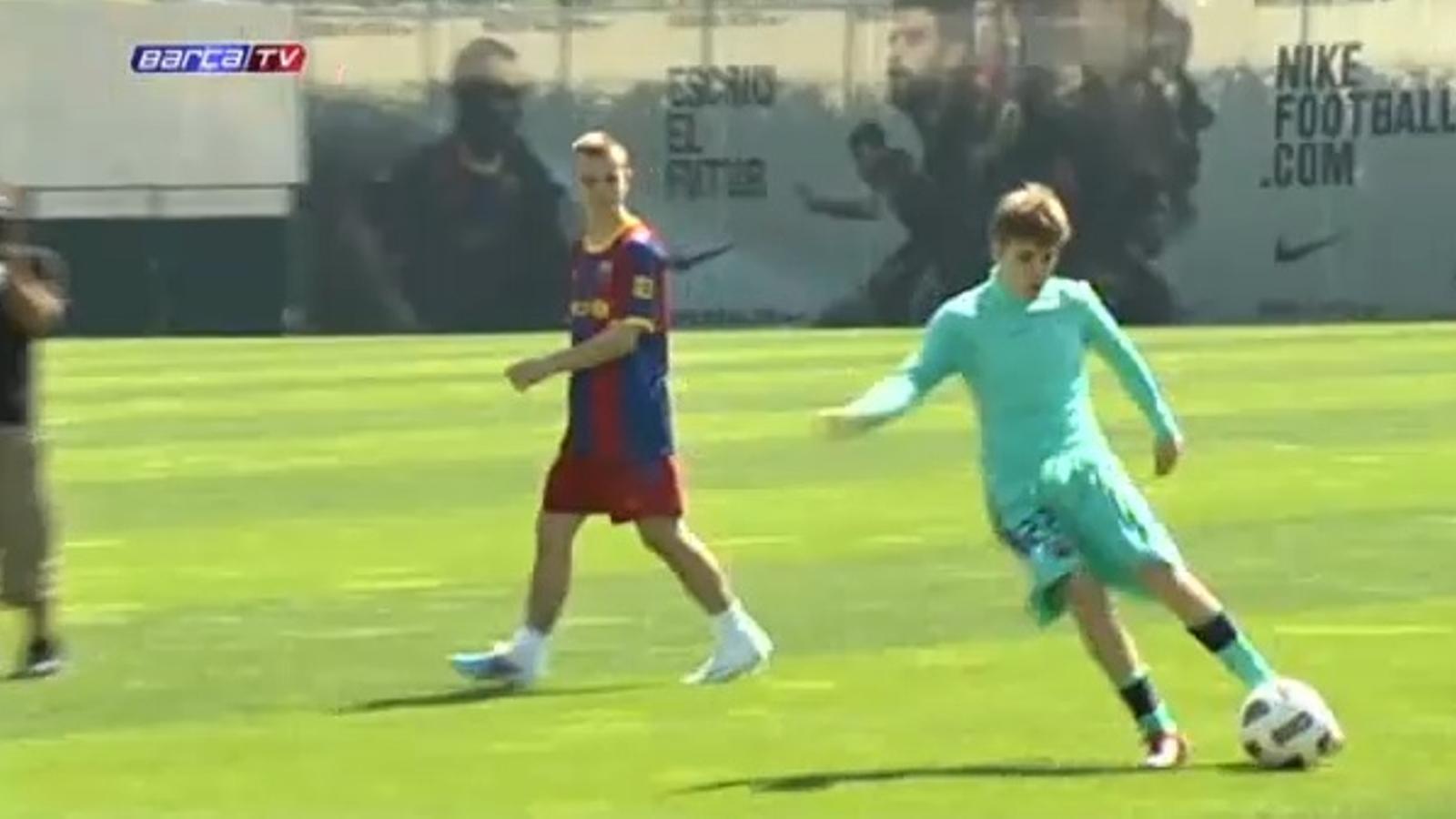 Justin Bieber juga un partidet de futbol amb els jugadors del Barça