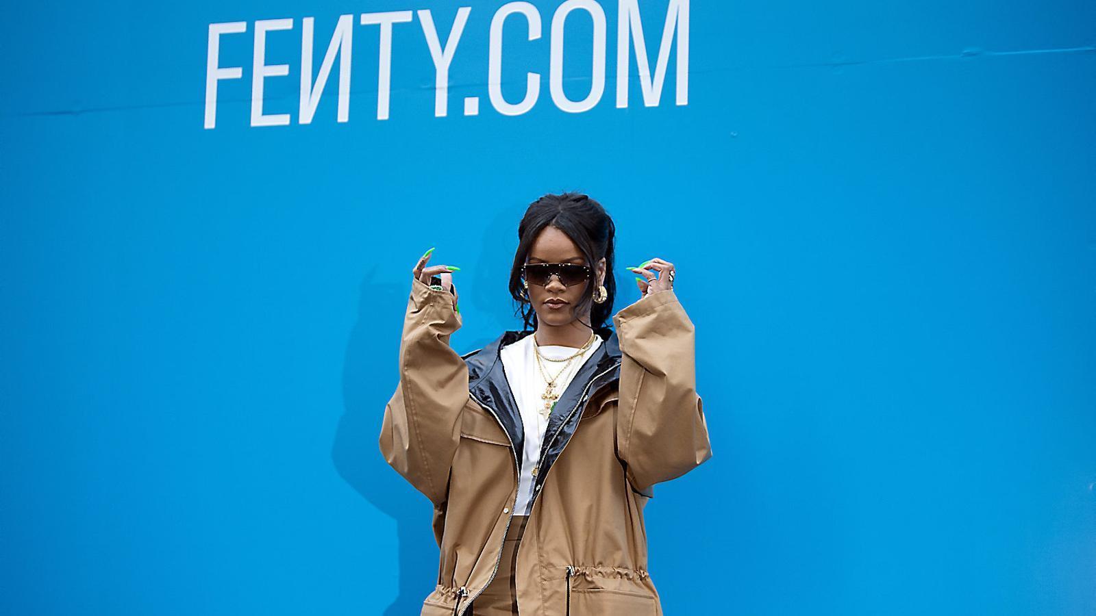 Rihanna crida a tenir cura de la pell amb Fenty Skin