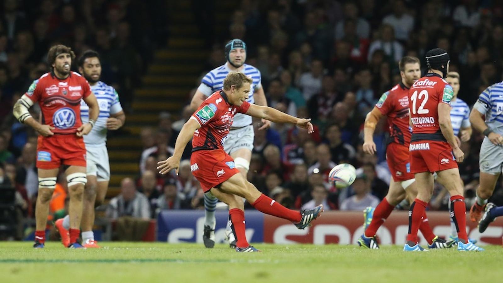 Jonny Wilkinson, executant un 'drop'. El jugador anglès ha dit adéu a la competició guanyant la Heineken Cup amb el Toló / DAVID ROGERS / GETTY