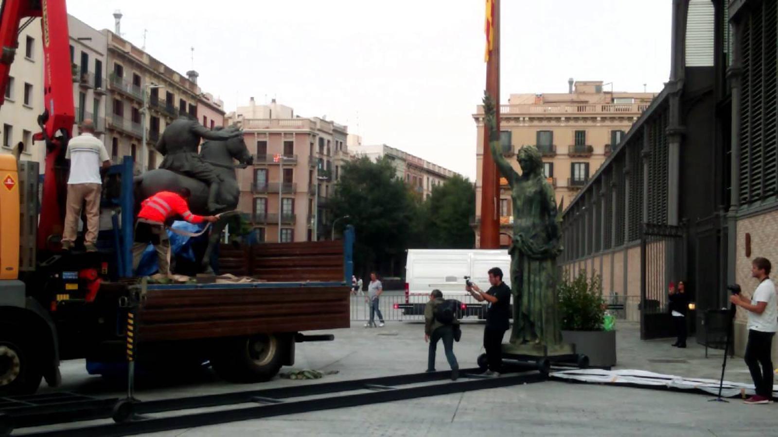 L'estàtua de Franco arriba al Born