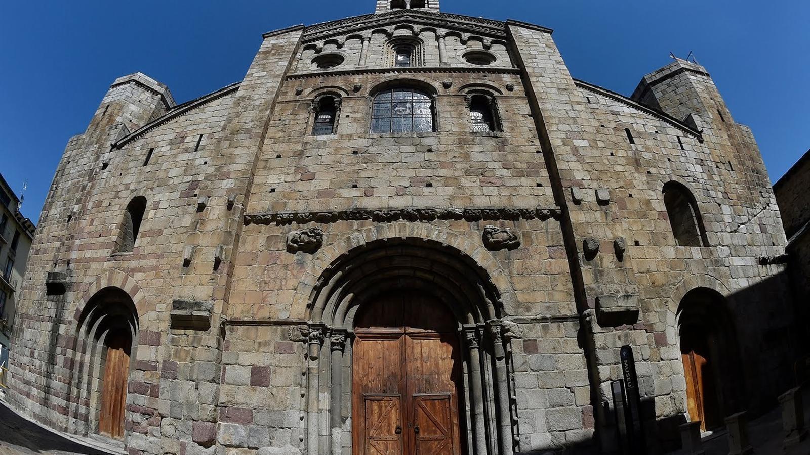 Ens endinsem a la catedral de Santa Maria de la Seu d'Urgell de la mà del nostre expert en patrimoni