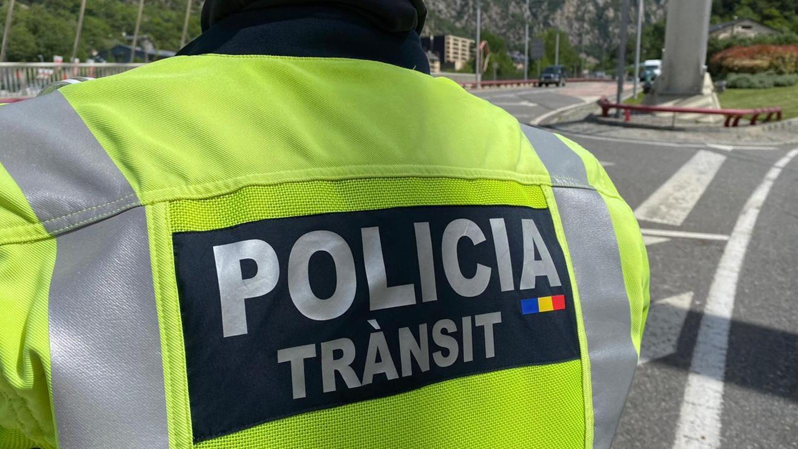 Un agent de policia. / COS DE POLICIA