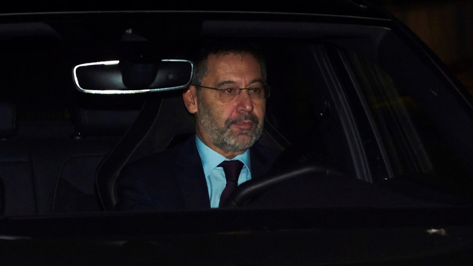 Bartomeu abdica tras perder el pulso con el Govern
