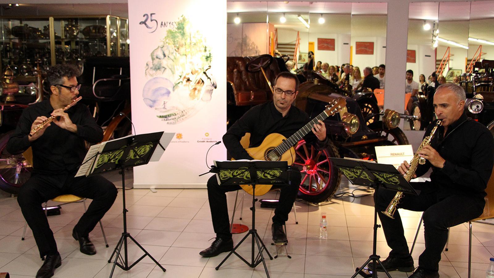 Rythmic Trio, durant la seva actuació al Museu de l'Automòbil. / M. F. (ANA)