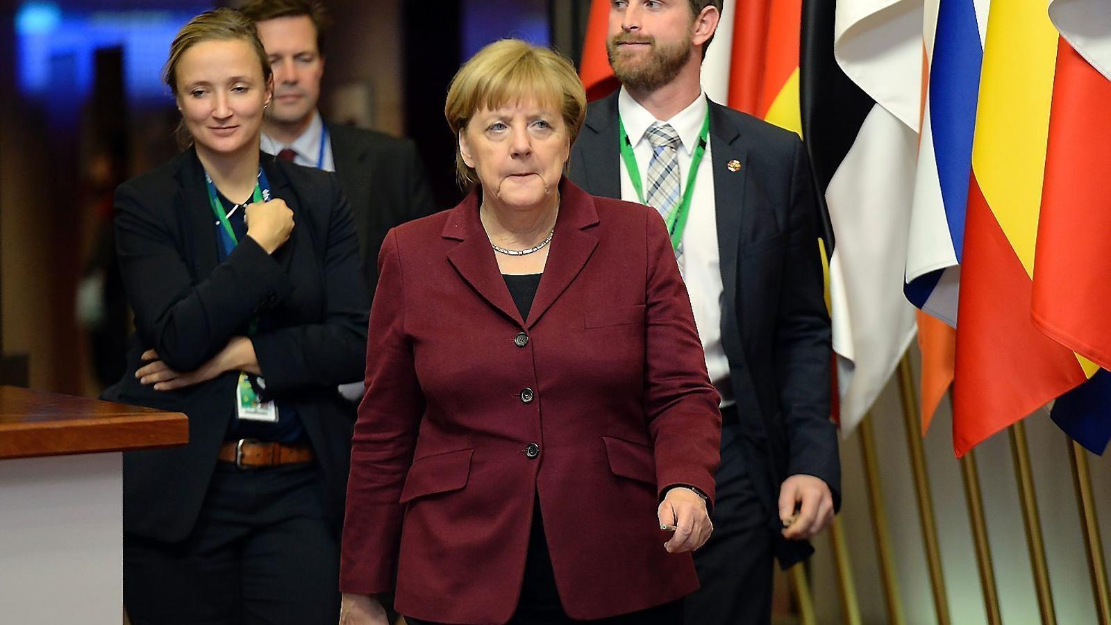 сегодняшний день сурков и меркель фото считают, что виде