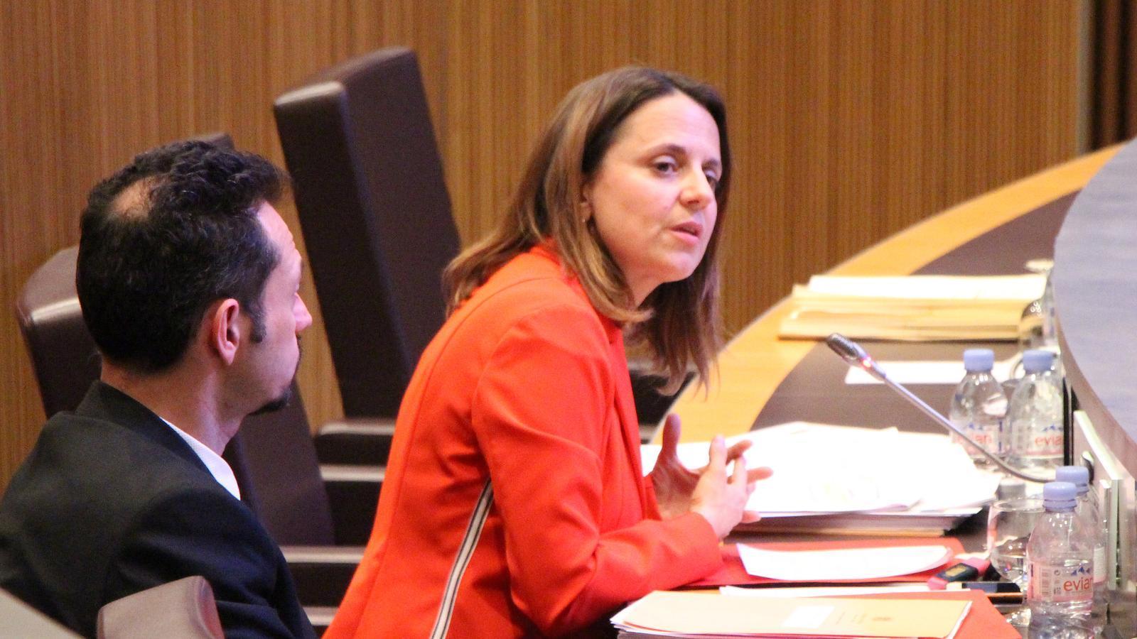 La consellera del PS Rosa Gili, durant el debat. / M. P. (ANA)