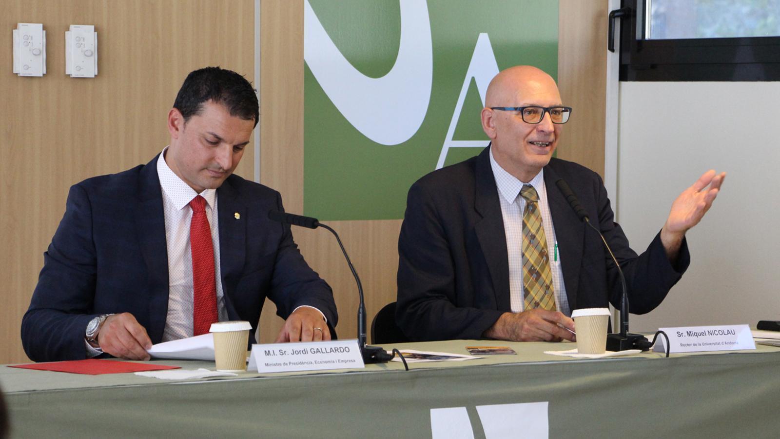 El ministre de Presidència, Economia i Empresa, Jordi Gallardo, i el rector de l'UdA, Miquel Nicolau, durant l'acte de clausura del Taller d'Emprenedors 2019. / M. P. (ANA)