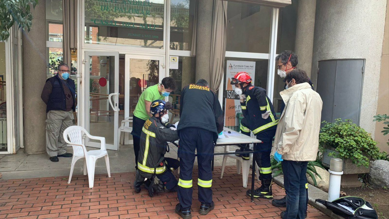 Barcelona envia bombers a desinfectar residències de gent gran