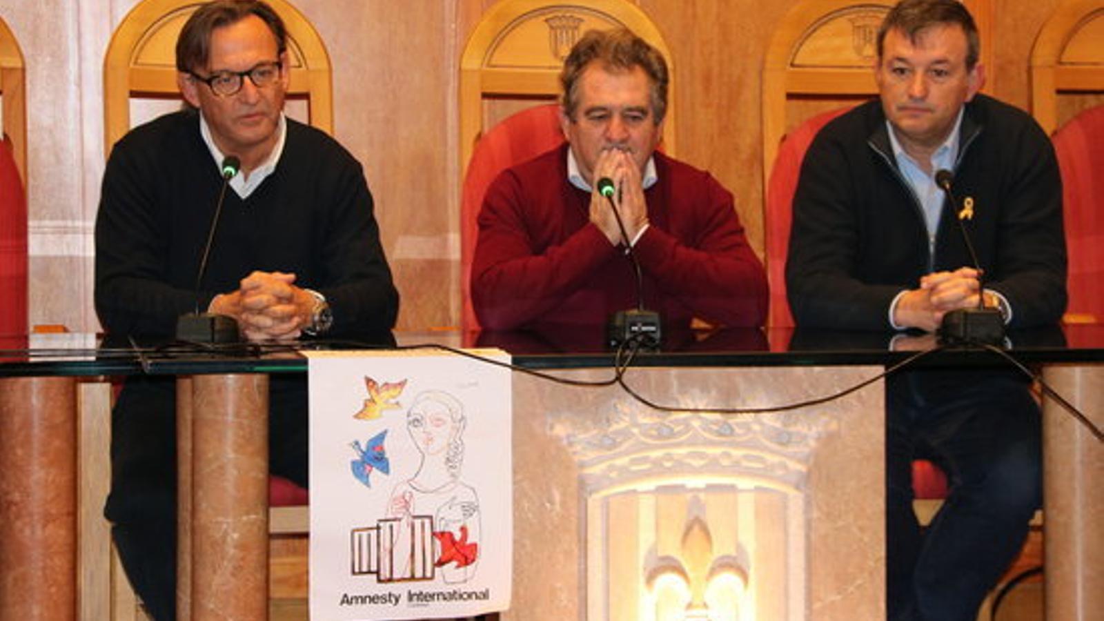 L'alcalde de Montblanc, Pep Andreu, acompanyat del president de l'AMI, Josep Maria Cervera, i l'expresident de l'entitat Josep Maria Vila d'Abadal / ACN
