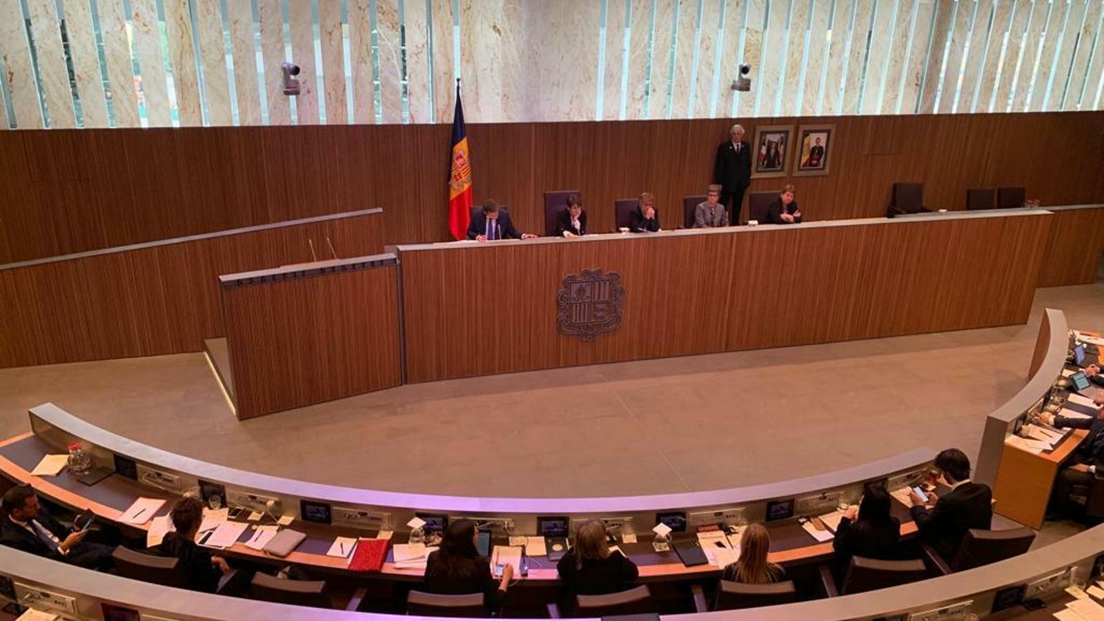 Sessió ordinària de preguntes al Govern en el Consell General. / C. A. (ANA)