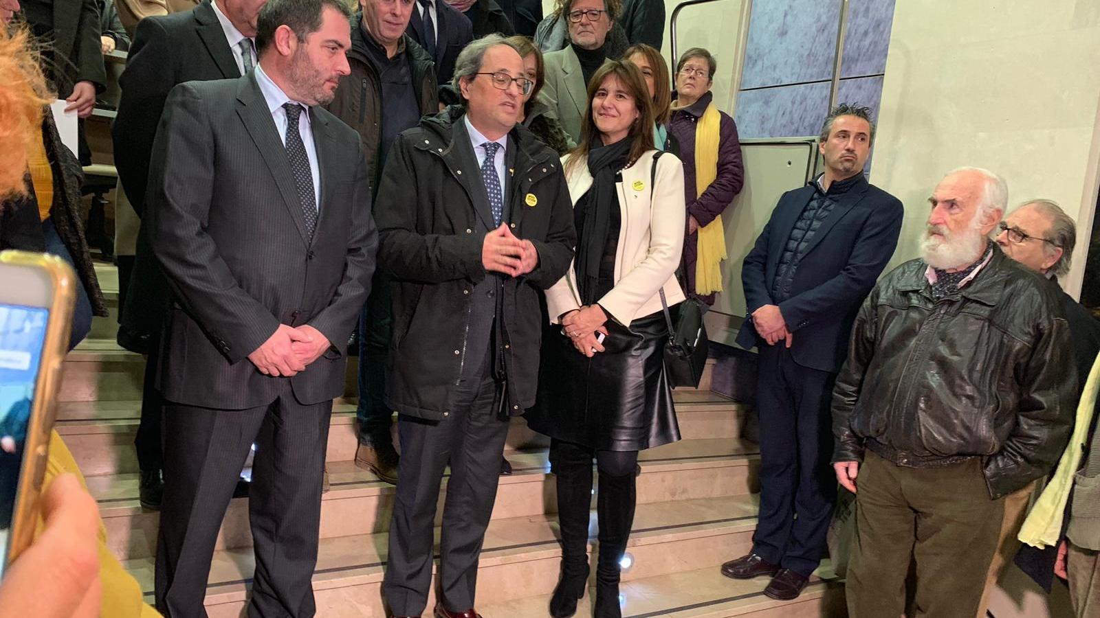 El president de Catalunya, Quim Torra -al centre- amb el president de l'OCB, Josep de Luis -a l'esquerra-