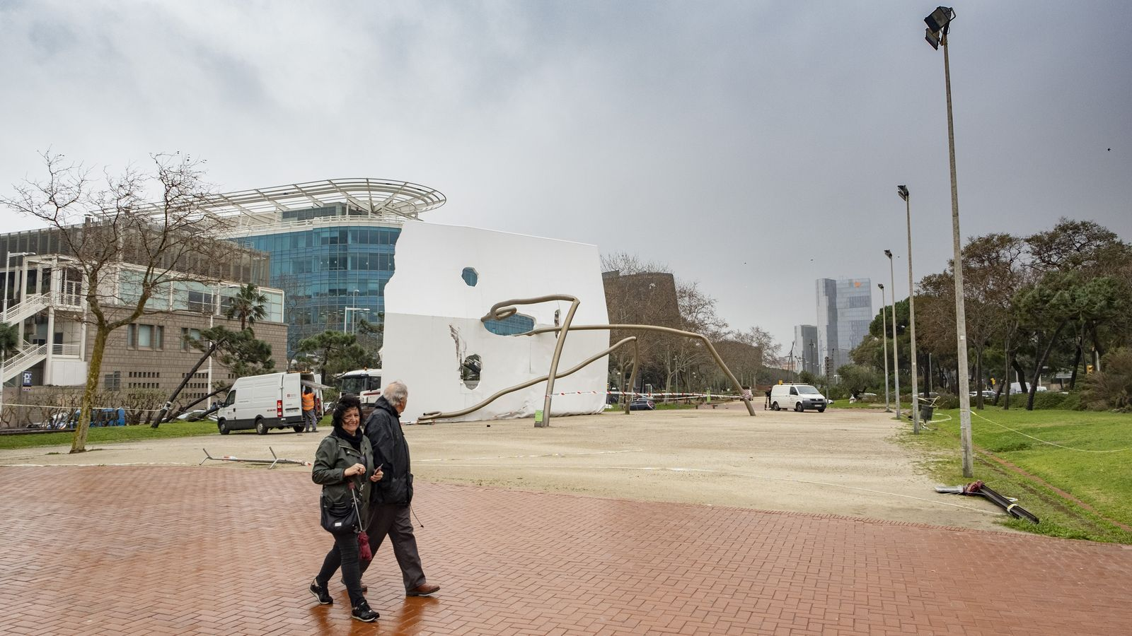 El temporal va fer caure l'escultura d'Antoni Llena 'David i Goliat' dimarts a la nit