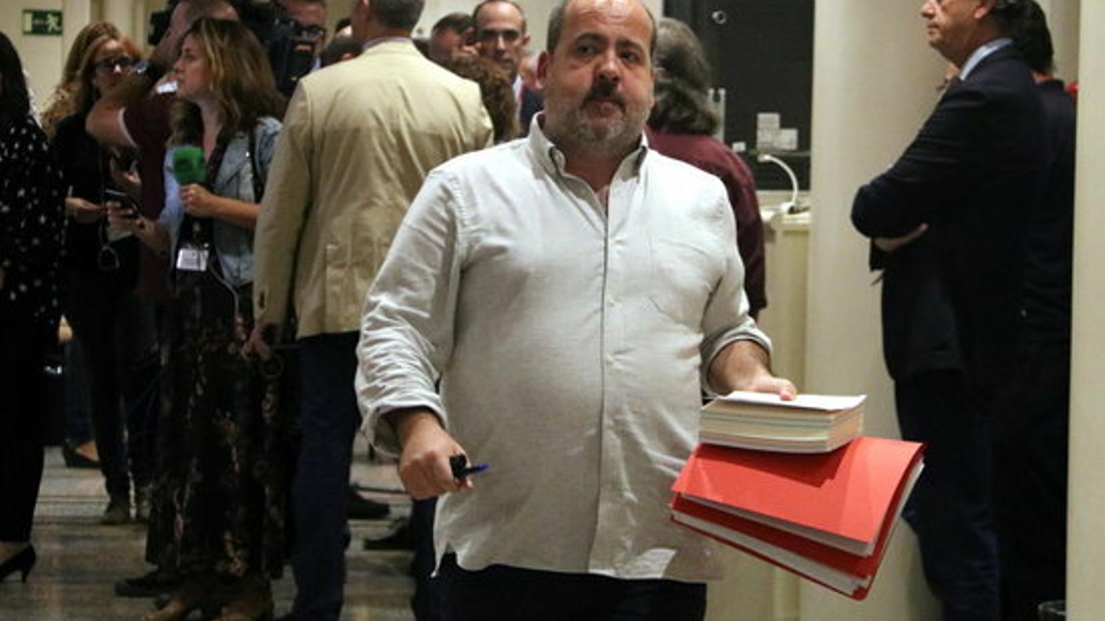 """El guanyador de les primàries de Podem renuncia a anar a les llistes per al 28-A per la """"posició independentista"""" d'Asens"""
