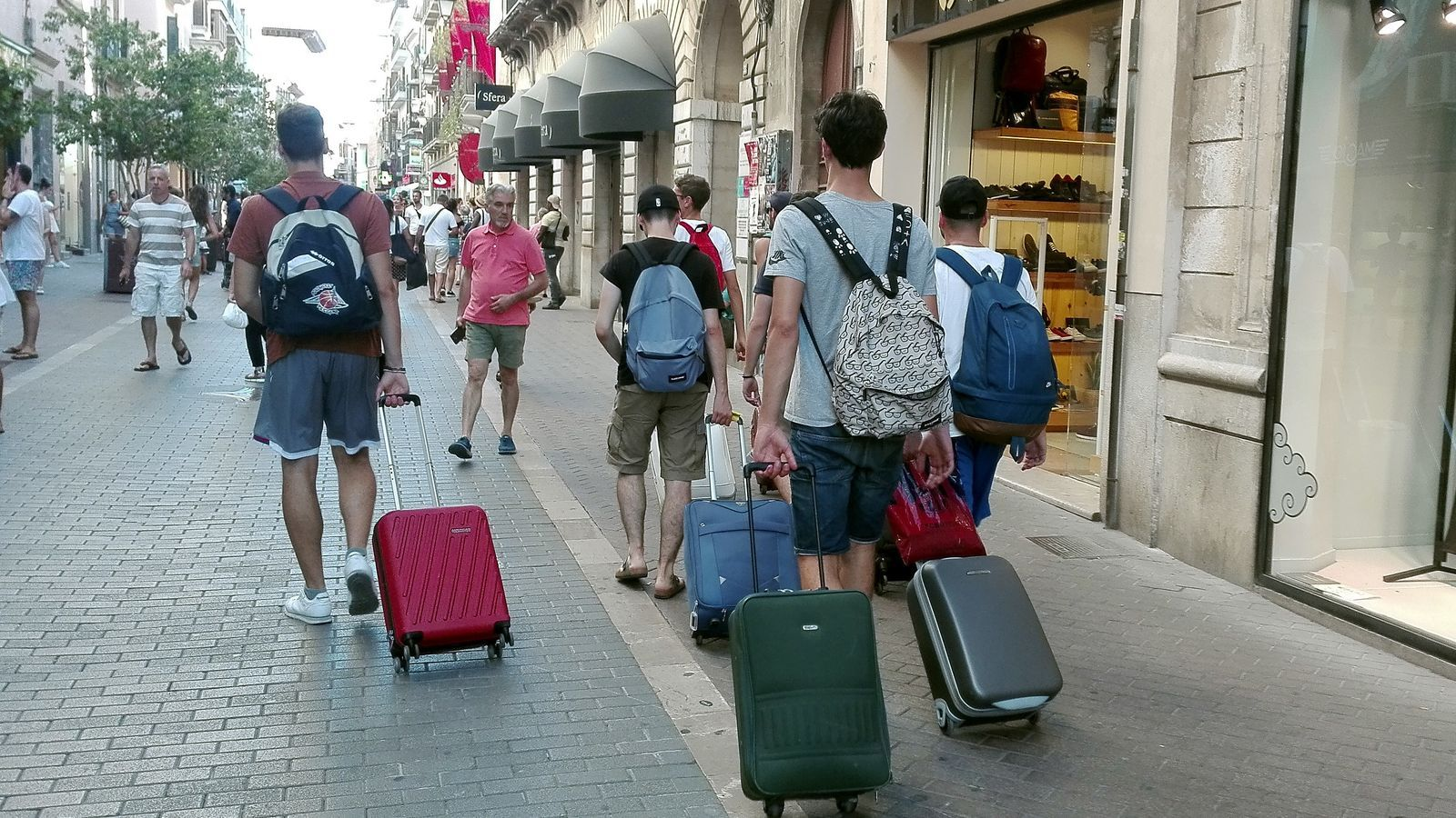 170725 - Turistes , maletes , lloguer vacacional - IB 02