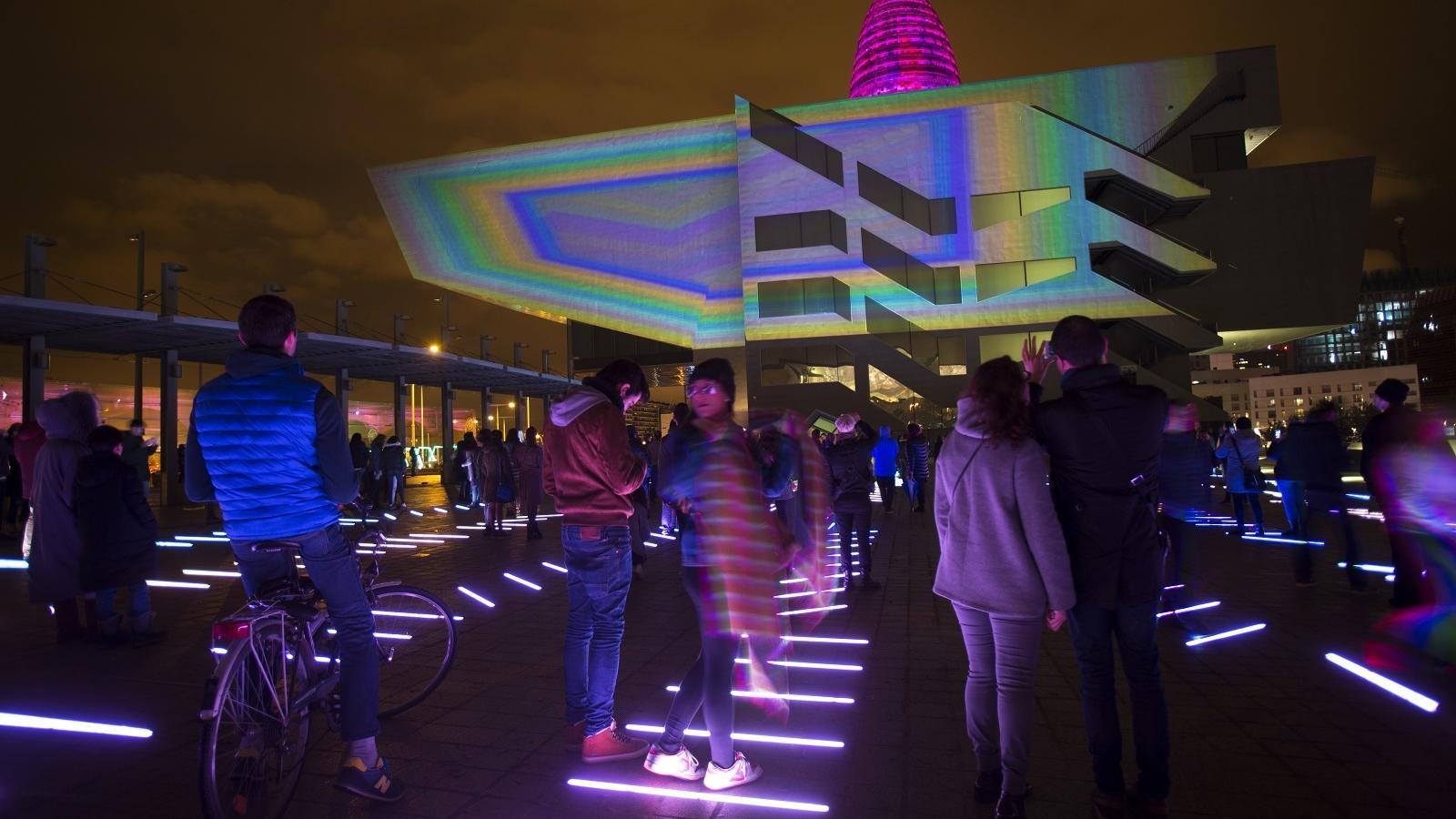 Gran espectacle de creació lumínica al Poblenou