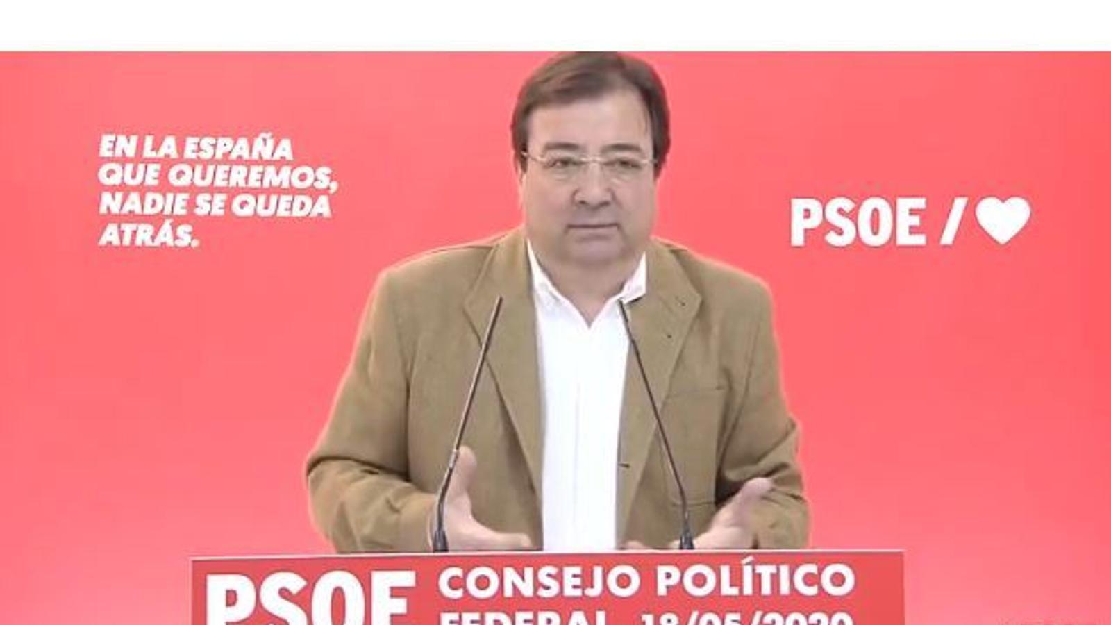 El president d'Extremadura, el 'baró' socialista Guillermo Fernández Vara, en roda de premsa.