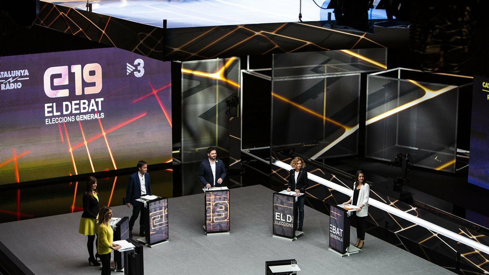 De Toledo, Borràs, Asens, Rufián, Batet i Arrimadas ahir al plató de TV3 on es va fer el debat.