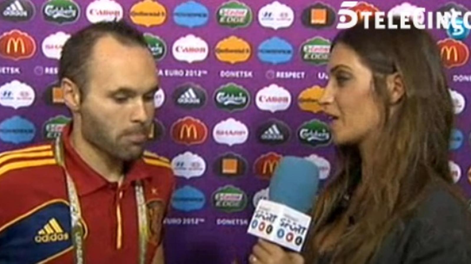 Sara Carbonero entrevista Andrés Iniesta després de les semifinals de l'Eurocopa