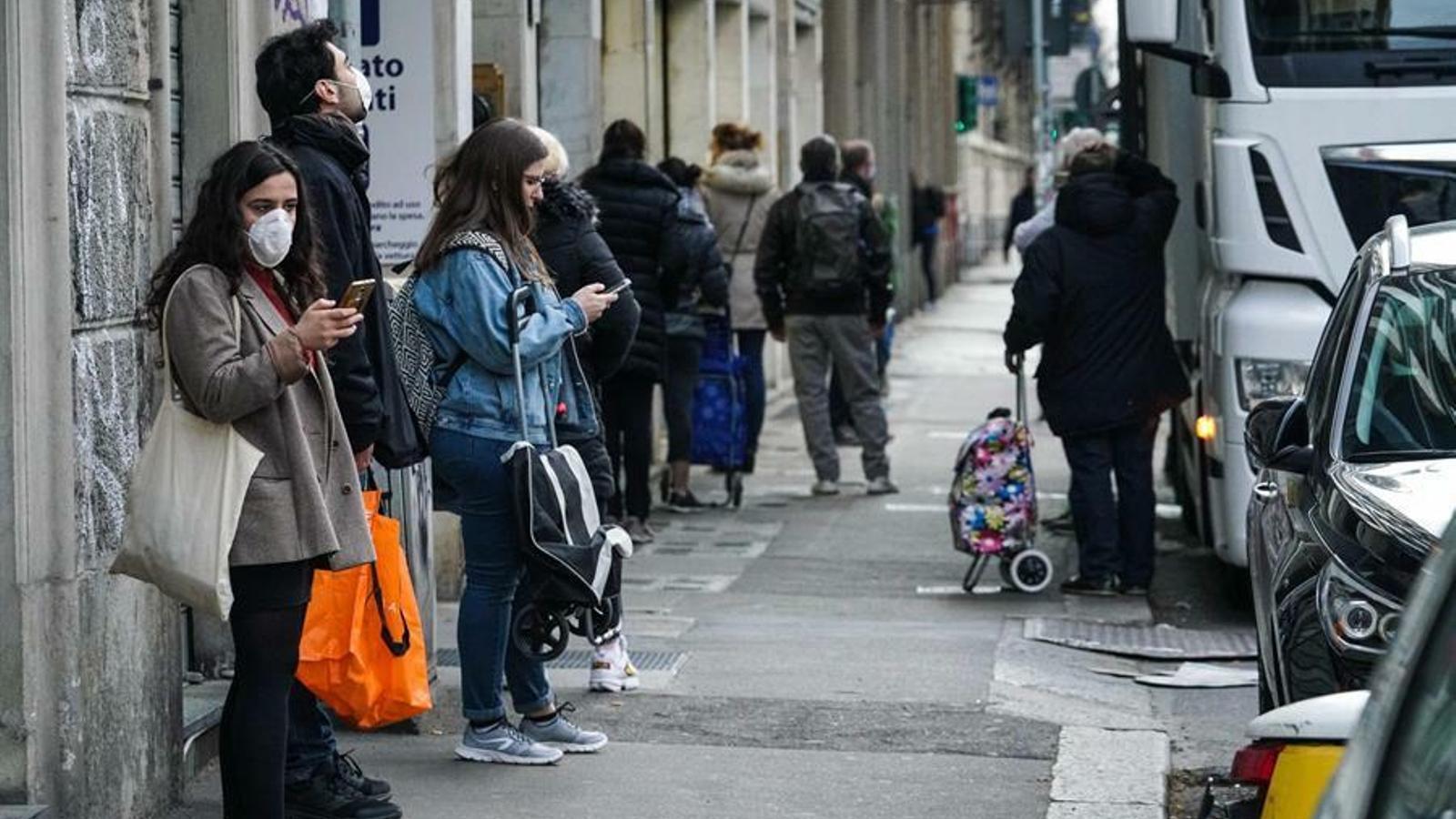 Mascaretes obligatòries per sortir al carrer a la Llombardia quan Itàlia supera els 15.000 morts
