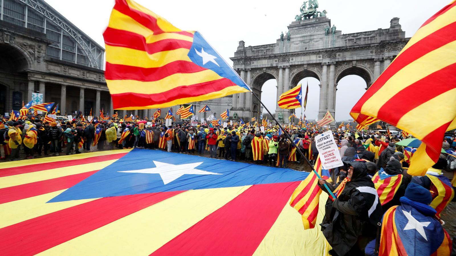Milers de catalans ja omplen els carrers de Brussel·les amb estelades