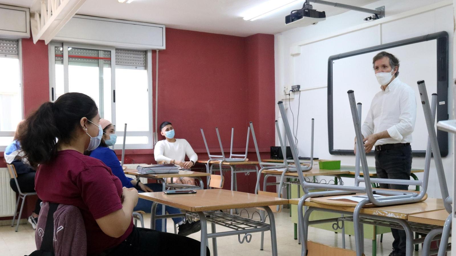 Els estudiants de batxillerat i FP faran més classes virtuals a partir de dilluns i durant tot el trimestre