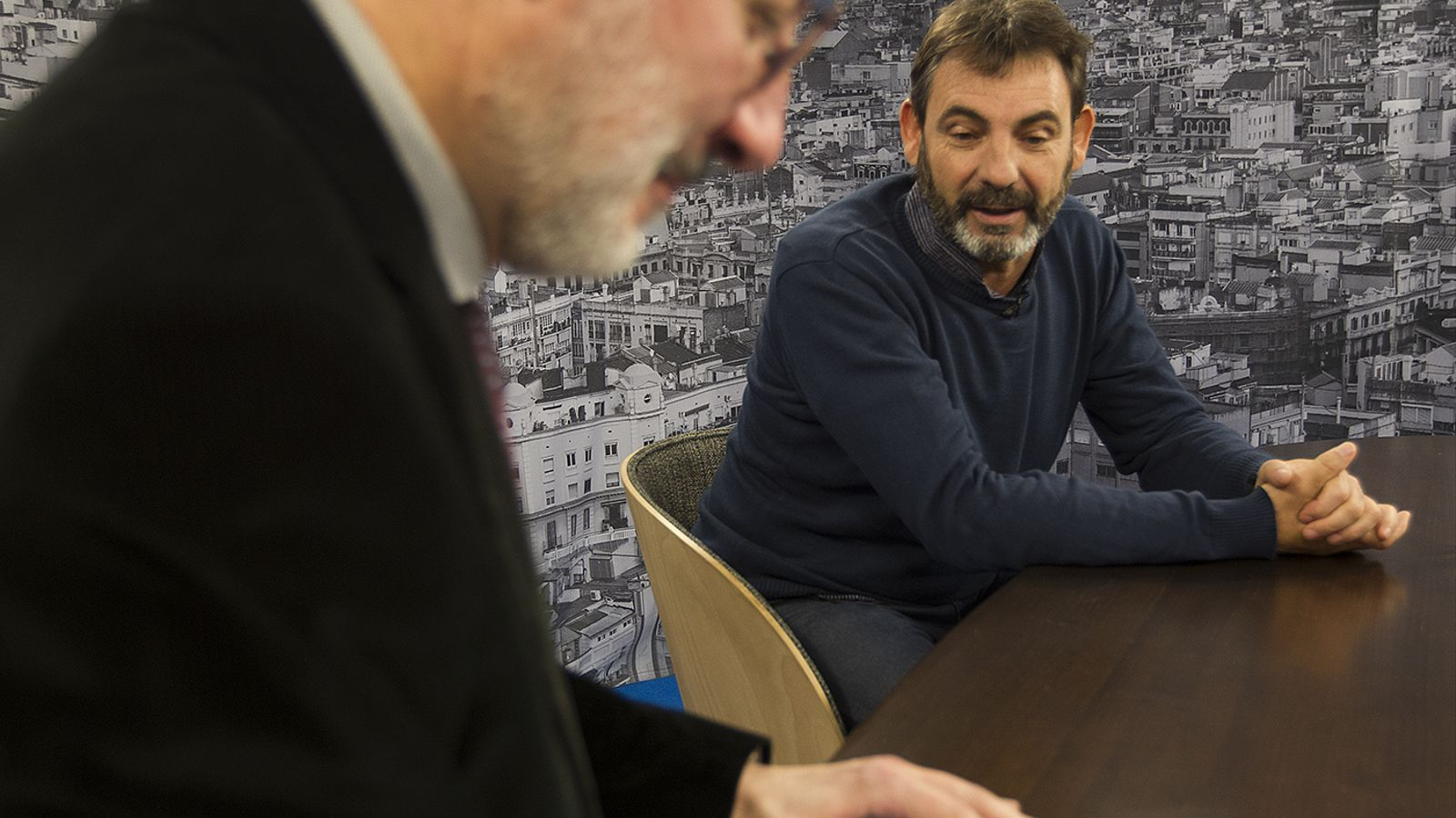 Entrevista d'Antoni Bassas a Òscar Camps