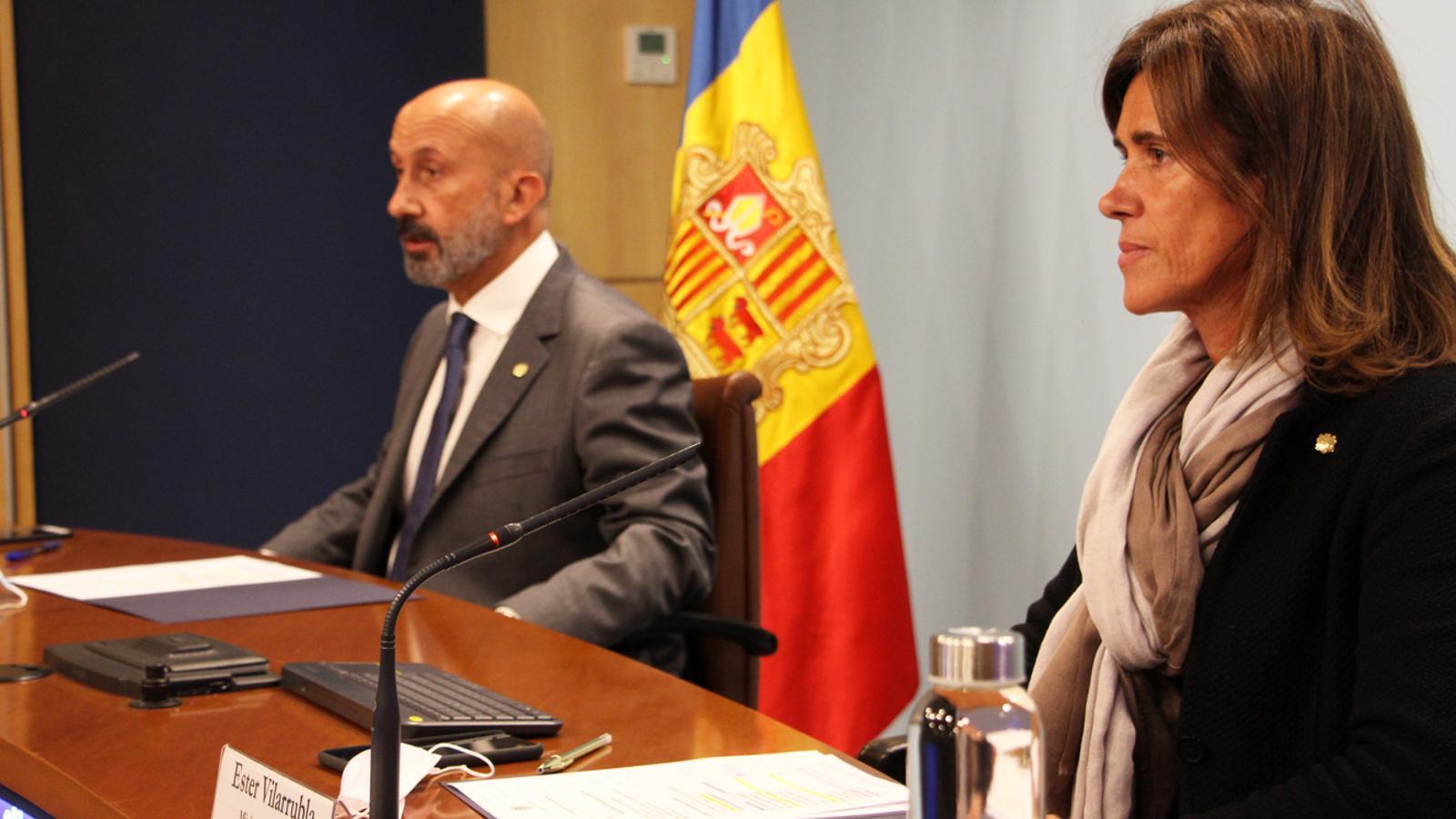 La ministra d'Educació i Ensenyament Superior, Ester Vilarrubla, i el ministre de Salut, Joan Martínez Benazet, durant la roda de premsa celebrada aquest divendres / MP