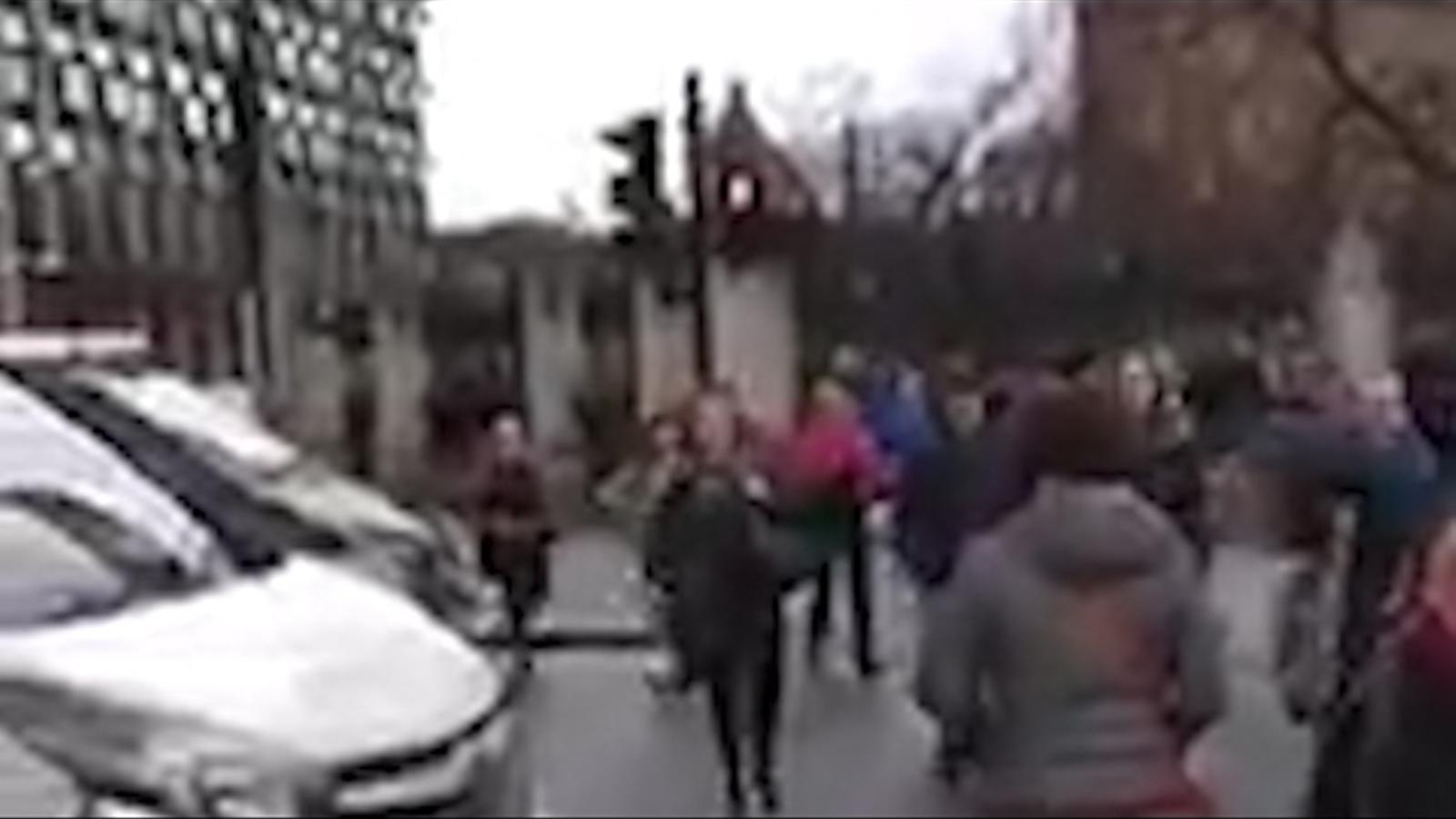 Un vídeo mostra les moments de confusió i caos després de l'atac a Londres