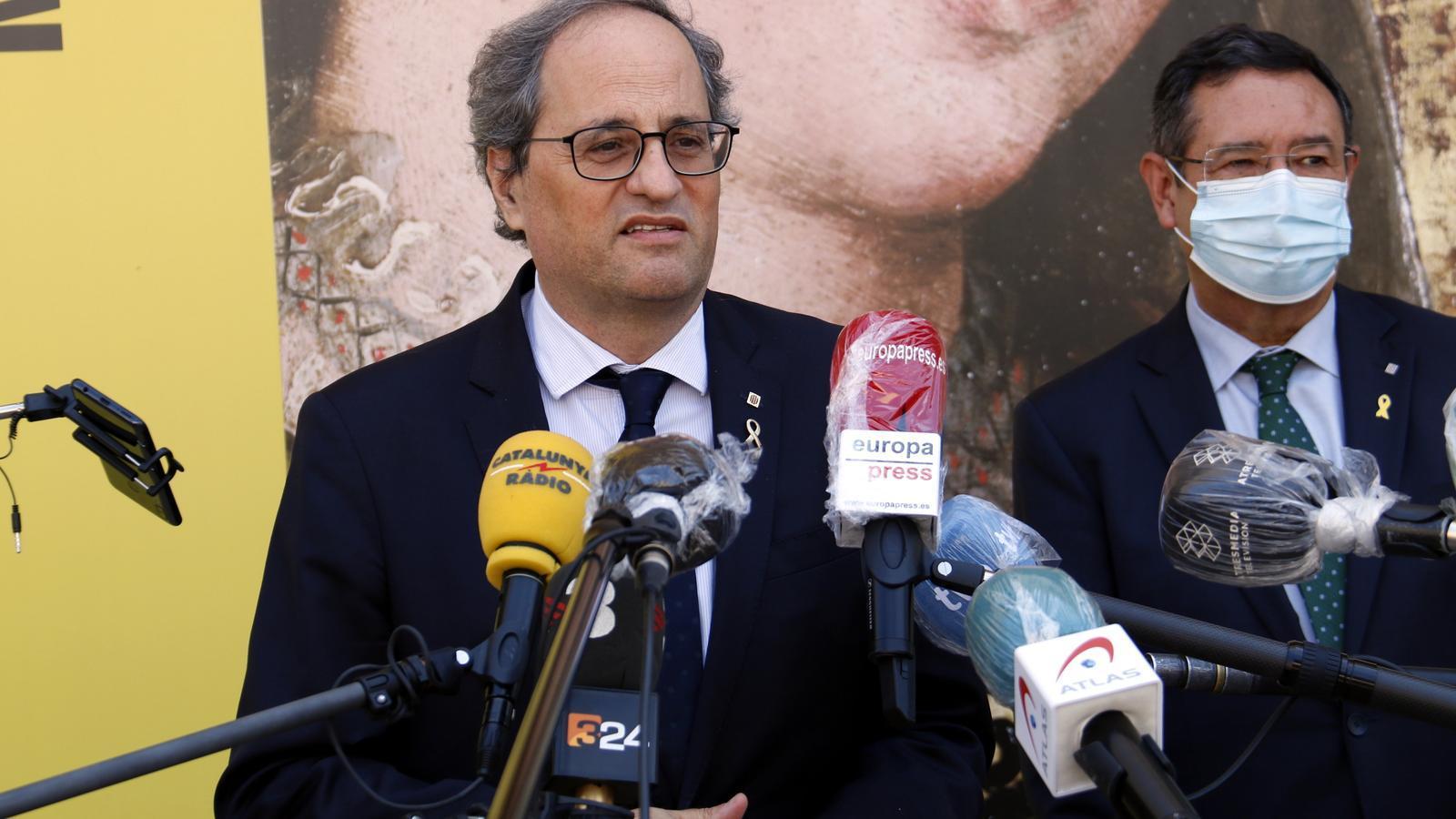 El president de la Generalitat, Quim Torra, fent declaracions als mitjans aquest divendres des de Lleida.