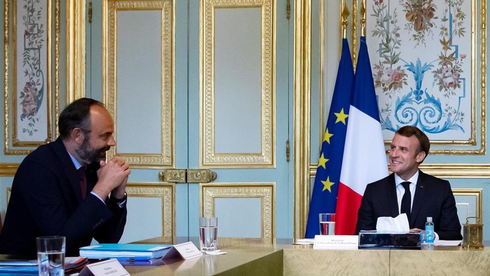 Philippe i Macron conversant en una de les reunions sobre la crisi del coronavirus, a l'Elisi