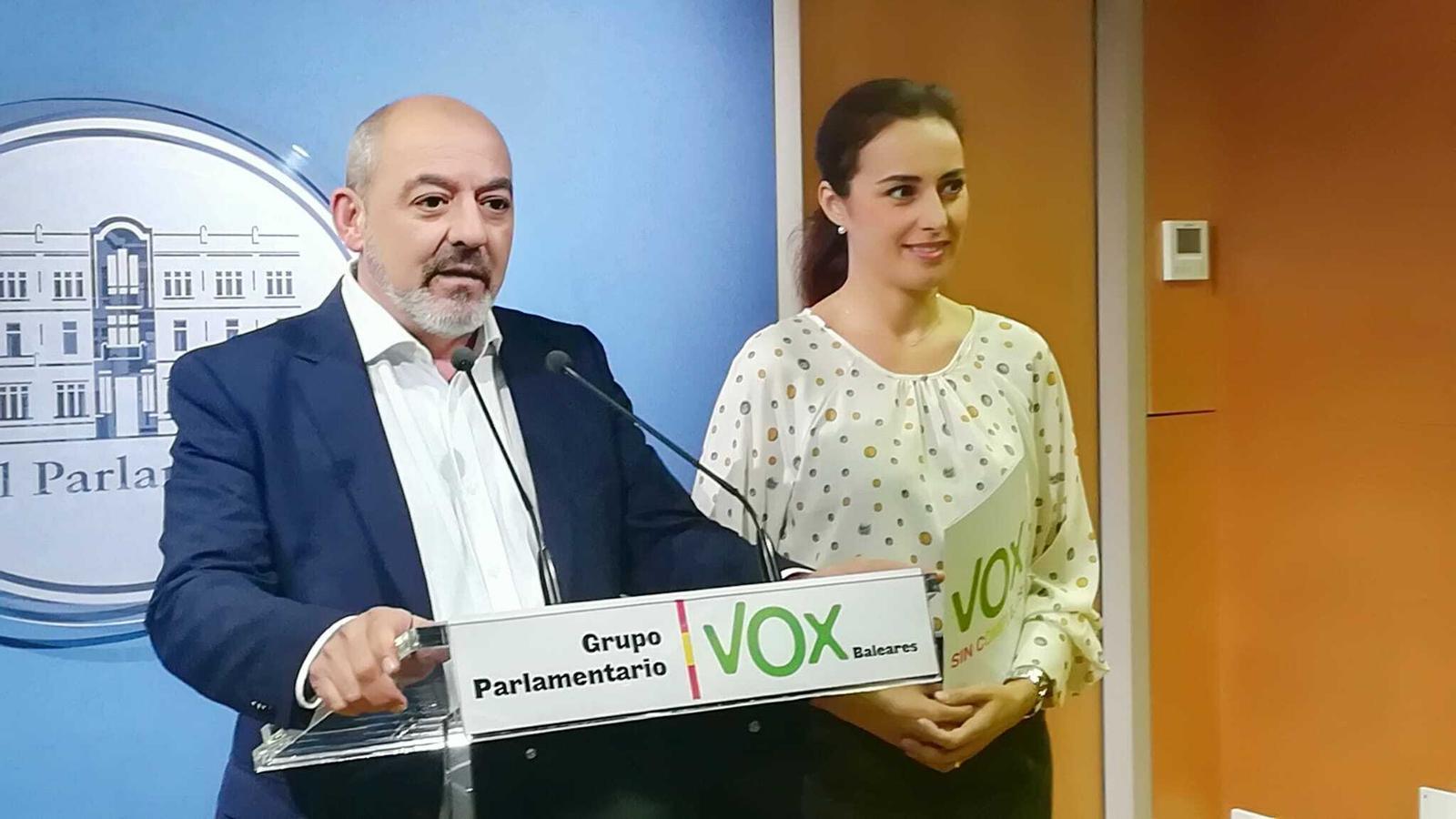 Els diputats de Vox, Sergio Rodríguez, i Idoia Ribas.